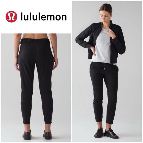 """Lululemon Black On The Fly 7/8 Pants 27"""" Size 6"""